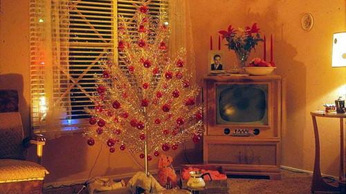 Αν το φετινό δέντρο σου μοιάζει κακόγουστο, περίμενε να δεις και αυτά εδώ