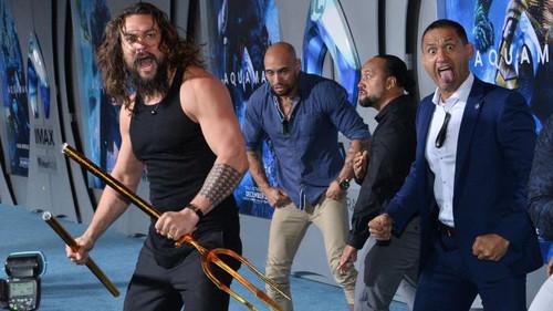 Το νεοζηλανδικό haka του Jason Momoa έκλεψε την παράσταση στην πρεμιέρα του Aquaman