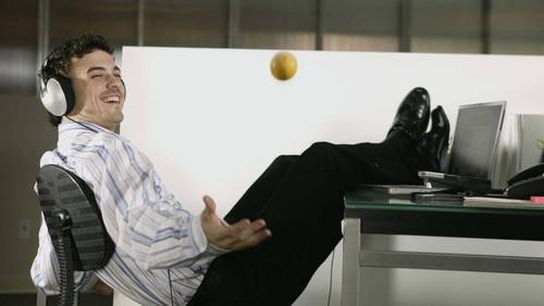 6 τρόποι για να μην κάνει ποτέ διακοπές το μυαλό σου εν ώρα υπηρεσίας
