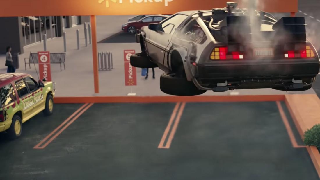 Πόσα αυτοκίνητα διάσημων ταινιών μπορούν να χωρέσουν σε μια διαφήμιση;