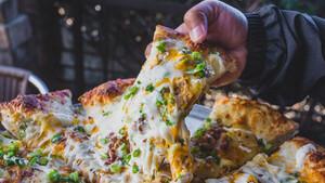Η πίτσα με πατάτα είναι ένα αριστούργημα γεμάτο υδατάνθρακα