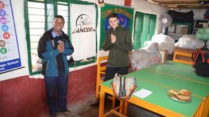 Το μεγαλείο ενός 15χρονου που έφτασε μέχρι το Νεπάλ για ανθρωπιστική βοήθεια