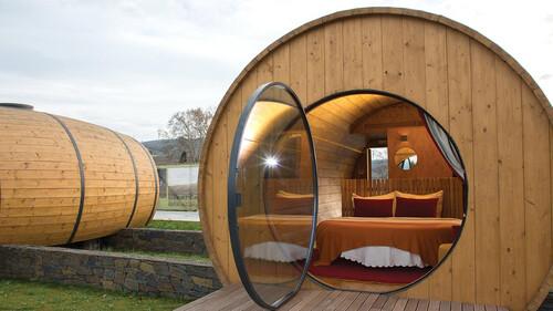 Στην Πορτογαλία κοιμούνται μέσα σε γιγάντια βαρέλια κρασιού