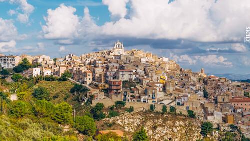 Στην Ιταλία αγοράζουν σπίτια με ένα ευρώ