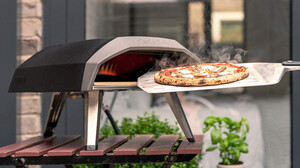 Αυτός ο κινητός φούρνος σε εφοδιάζει με πίτσα όλες τις ώρες της ημέρας