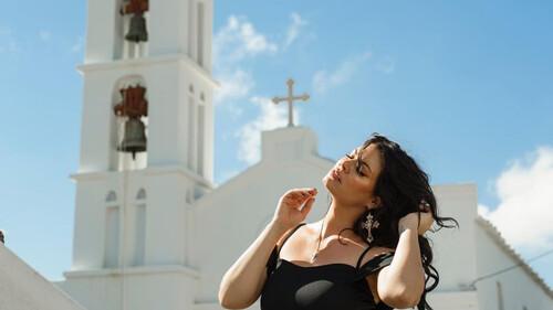 Sexy as ever: Η Μαρία Κορινθίου ποζάρει με μπικίνι και πρέπει να τη δεις