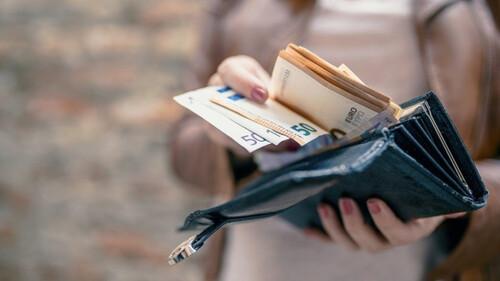 Τα πιο επικά επιδόματα που έχουν δοθεί ποτέ στην Ελλάδα! (pics)