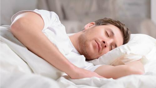 Το μάθαμε και αυτό: Τι συμβαίνει στο σώμα μας όταν κοιμόμαστε;